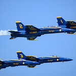 Blue Angels fly in tight formation at Chicago Air and Water Show