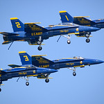 Blue Angels show off landing gear at Chicago Air and Water Show